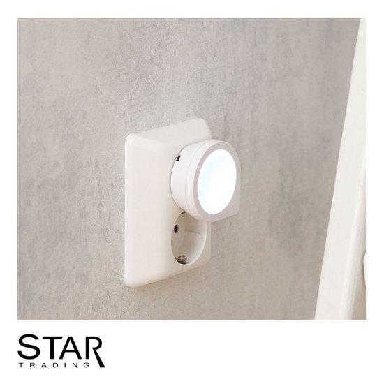 Berömda 0,4W LED nattlampa för vägguttag med skymningssensor | SPOTiLED.SE FK-91